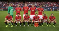 Man U . players pose